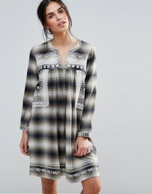 D.RA Клетчатое платье с вышивкой на кокетке Shia. Цвет: коричневый