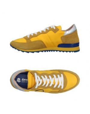 Низкие кеды и кроссовки INVICTA. Цвет: желтый