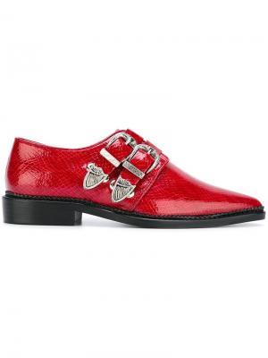 Туфли с пряжками и заостренным носком Toga Pulla. Цвет: красный