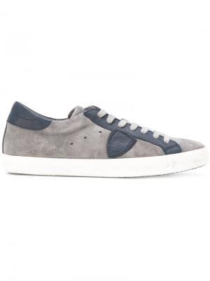 Кроссовки с заплаткой логотипом сбоку Philippe Model. Цвет: серый