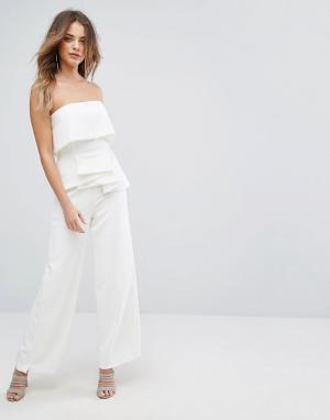 Lavish Alice Комбинезон-бандо с широкими штанинами и плиссировкой. Цвет: белый