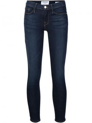 Укороченные джинсы кроя скинни Frame Denim. Цвет: синий