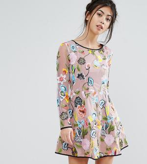 True Decadence Petite Короткое приталенное платье с длинными рукавами и вышивкой Decade. Цвет: мульти