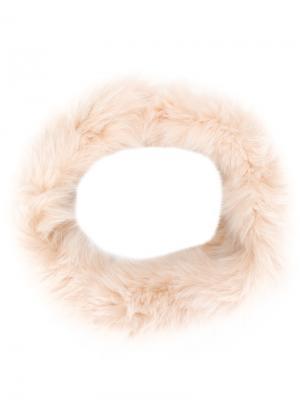 Меховой шарф-снуд Yves Salomon Accessories. Цвет: телесный