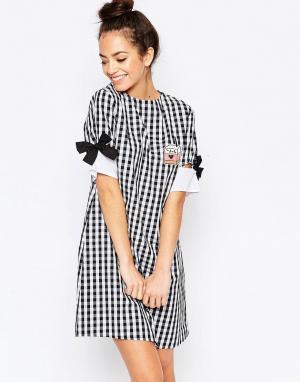 The WhitePepper Платье-футболка мини с бантиками на рукавах. Цвет: мульти