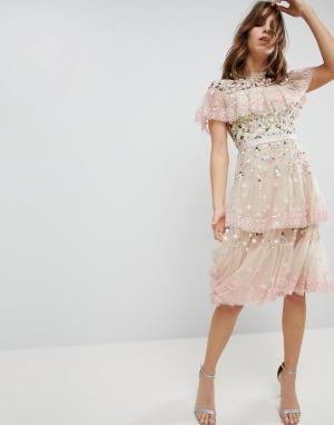 Needle & Thread Ярусное платье миди с вышивкой. Цвет: розовый
