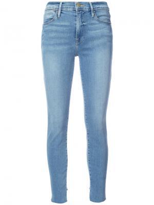 Укороченные джинсы супер скинни Frame Denim. Цвет: синий