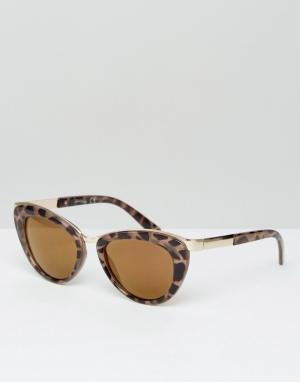 Jeepers Peepers Солнцезащитные очки в черепаховой оправе. Цвет: коричневый
