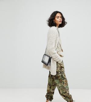 Reclaimed Vintage Камуфляжные брюки в стиле милитари с эффектом кожи питона Vi. Цвет: зеленый