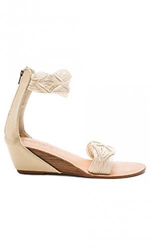Обувь на танкетке lilly cocobelle. Цвет: ivory