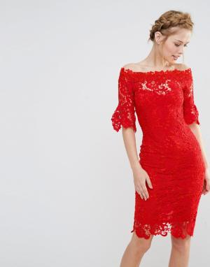 Paper Dolls Платье кроше с открытыми плечами и рюшами на рукавах. Цвет: красный