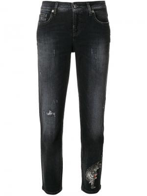 Укороченные джинсы Lilian с рваными деталями Cambio. Цвет: чёрный