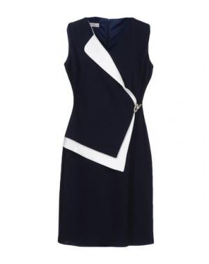 Короткое платье FEMÌ. Цвет: темно-синий