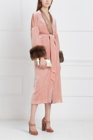 Бархатный халат с мехом соболя Marusya. Цвет: розовый