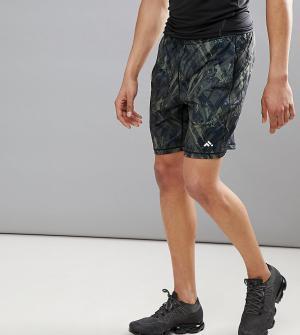 First Спортивые шорты с камуфляжным принтом. Цвет: зеленый