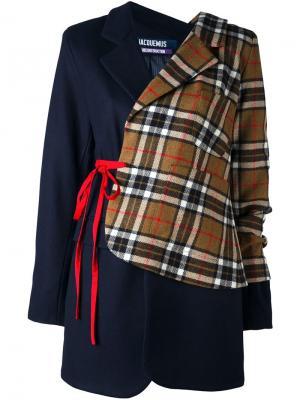 Асимметричный пиджак в клетку Jacquemus. Цвет: синий
