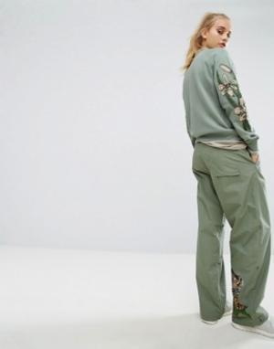 Maharishi Широкие брюки с вышитым тигром. Цвет: зеленый