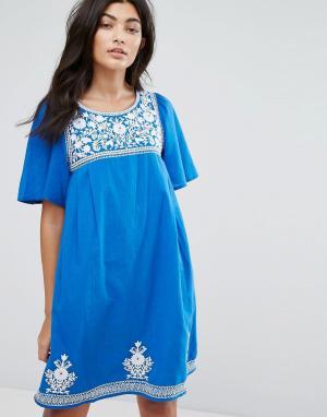 YMC Платье с цветочной вышивкой. Цвет: синий