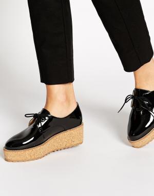 Shellys London Черные лакированные туфли на пробковой платформе. Цвет: черный