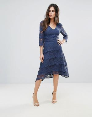 Soaked in Luxury Кружевное платье миди. Цвет: синий