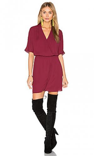 Платье с запахом и рукавами-доломан sutherland WAYF. Цвет: вишня