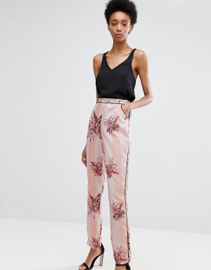 Alter Tall Пижамные брюки‑сигареты с цветочным принтом и полосками. Цвет: мульти