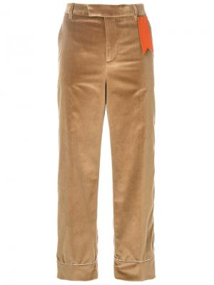 Расклешенные брюки с контрастной аппликацией The Gigi. Цвет: телесный