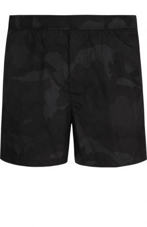 Плавки-шорты с камуфляжным принтом Valentino. Цвет: черный