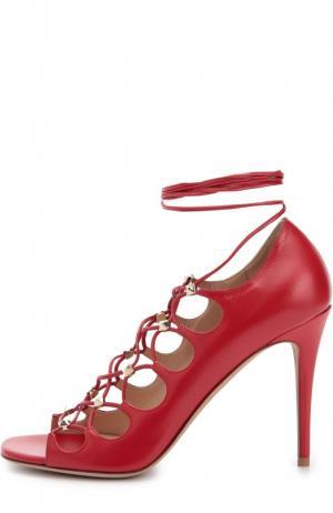 Кожаные босоножки Rockstud Gladiator на шнуровке Valentino. Цвет: красный