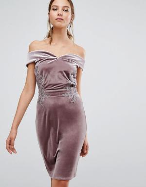 Little Mistress Бархатное платье-футляр миди с открытыми плечами и кружевом Mis. Цвет: розовый