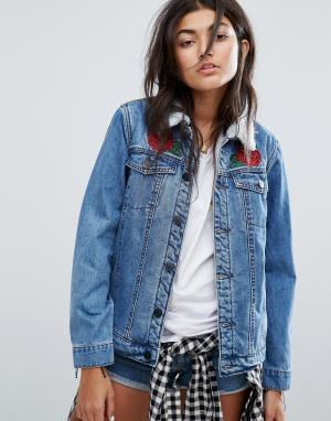 Santa Cruz Свободная джинсовая куртка на искусственной подкладке с аппликациями р. Цвет: синий