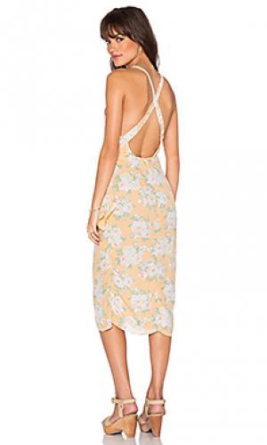 Платье с запахом nassau Privacy Please. Цвет: персиковый