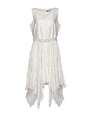 Платье до колена BADGLEY MISCHKA. Цвет: белый