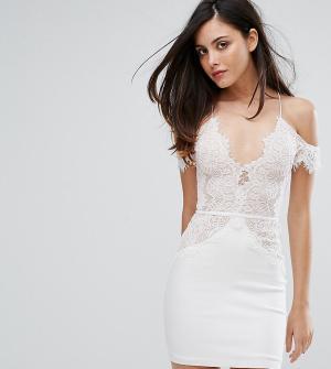 Rare Кружевное облегающее платье мини с открытыми плечами London. Цвет: белый