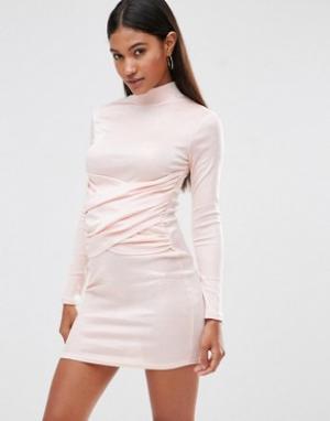 Club L Облегающее платье с высоким воротом и запахом спереди. Цвет: розовый
