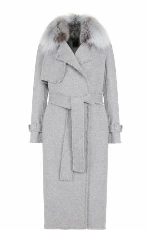 Пальто из смеси шерсти и кашемира с поясом меховой отделкой Yves Salomon. Цвет: светло-серый