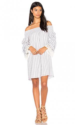 Платье со спущенными плечами enissa VAVA by Joy Han. Цвет: серый