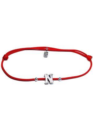 Буква N, браслет на красной нити Amorem. Цвет: красный, серебристый