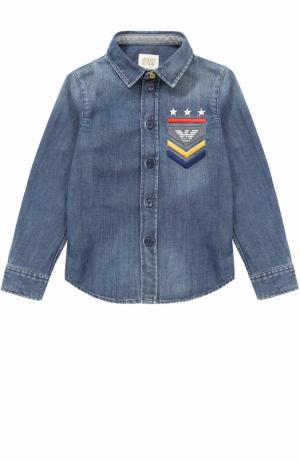 Рубашка из денима с вышивкой Armani Junior. Цвет: синий