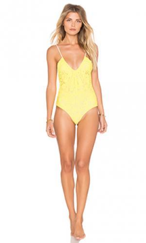 Сплошной купальник со сборками kisses lolli swim. Цвет: желтый