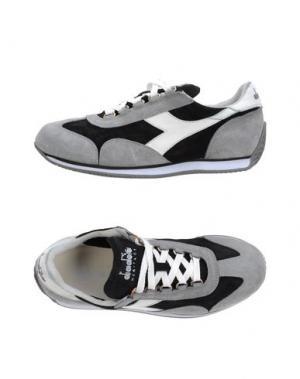 Низкие кеды и кроссовки DIADORA HERITAGE. Цвет: серый
