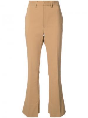 Классические расклешенные брюки Toga. Цвет: коричневый
