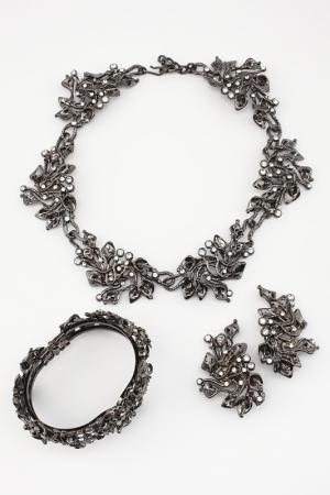 Комплект I Pavoni. Цвет: черный никель, камень белый