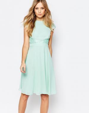 Elise Ryan Короткое приталенное платье с кружевными вставками. Цвет: зеленый