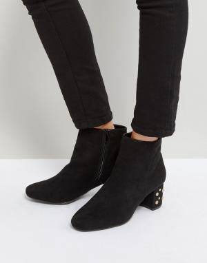 QUPID Ботинки на каблуке с отделкой заклепками. Цвет: черный