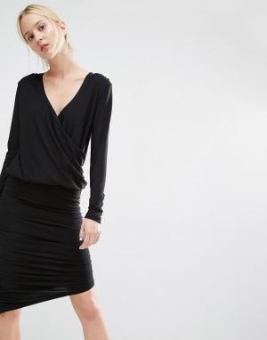 Gestuz Облегающее платье с драпировкой и запахом спереди. Цвет: черный