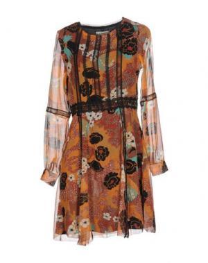 Короткое платье KORALLINE. Цвет: коричневый