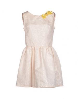 Короткое платье MACRÍ. Цвет: бежевый