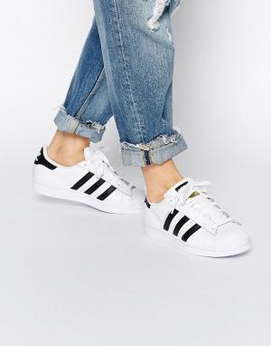 Adidas Originals Бело-черные кроссовки Superstar. Цвет: белый