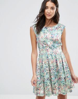 Closet London Платье с принтом листьев и V-образным вырезом сзади. Цвет: мульти